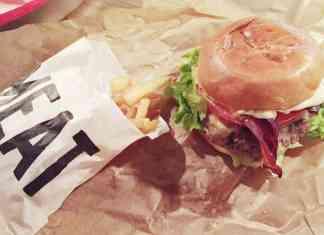 Hamburguesa y patatas fritas en Meat Madrid