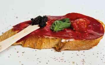 Una de las tostas que podemos degustar en Vinícola Mentridana