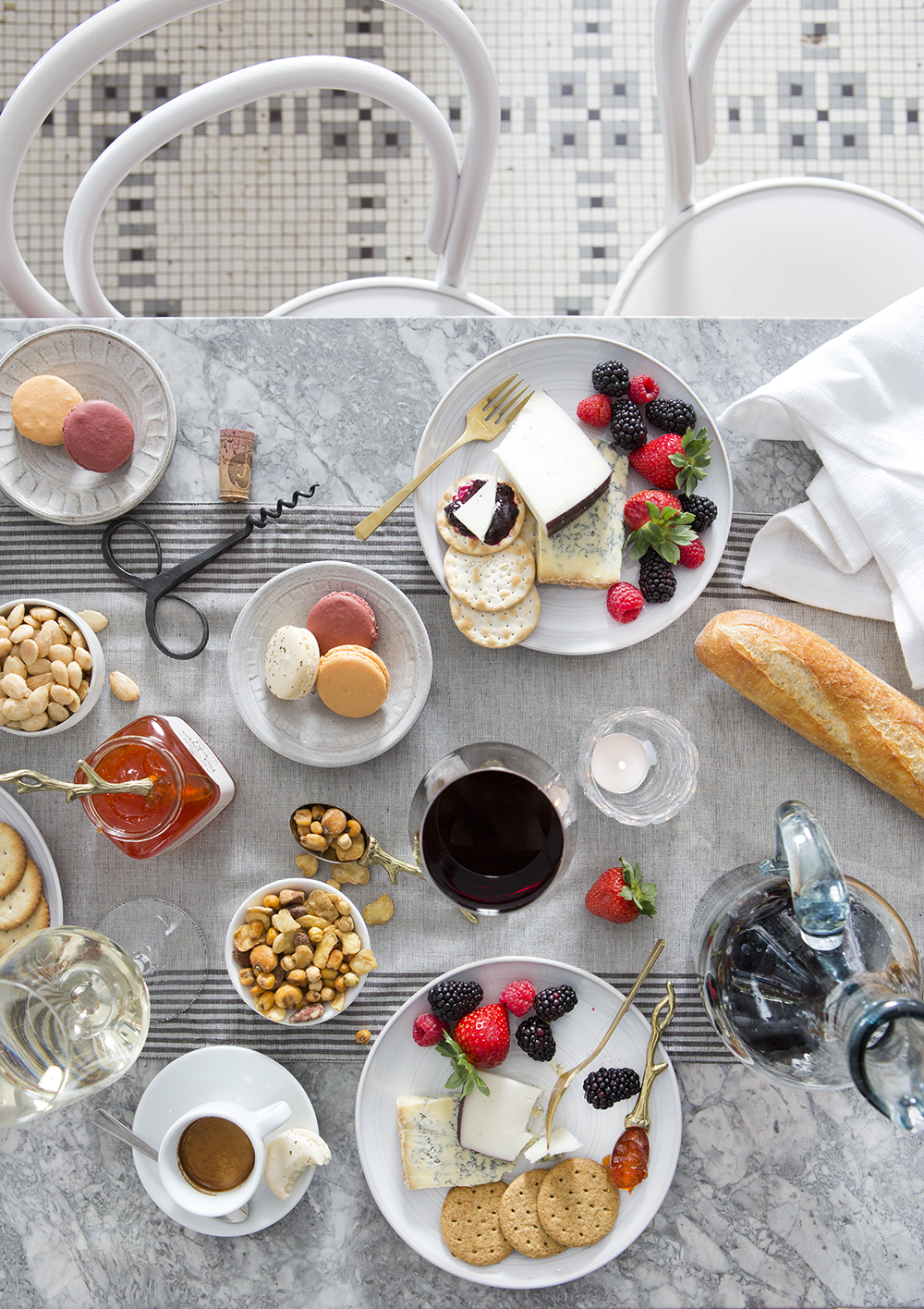 """""""Closed for the Holidays"""" Story & Styling for TABLE Magazine featuring Market Street Grocery // www.Quelcy.com"""