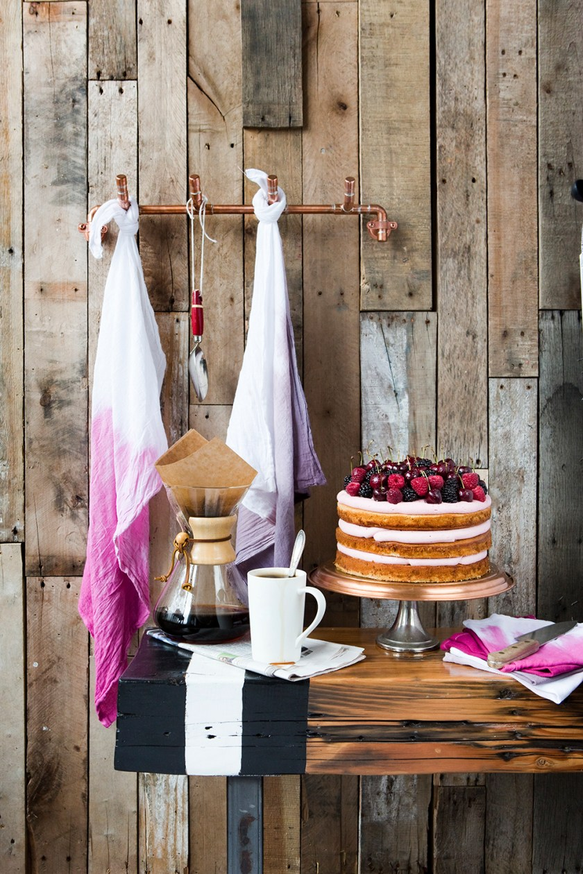 A Rustic Cake Display styled by Quelcy // www.Quelcy.com