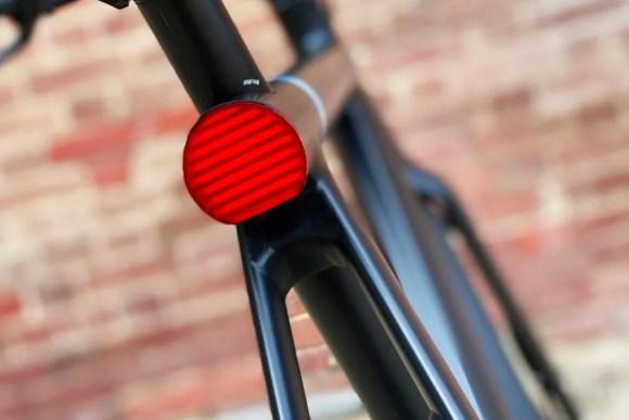 VanMoof S3 vélo électrique connecté, zoom feu arrière