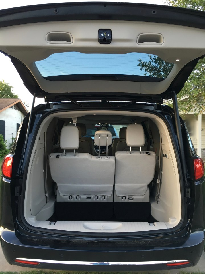 Chrysler Pacifica Review - Handsfree Liftgate