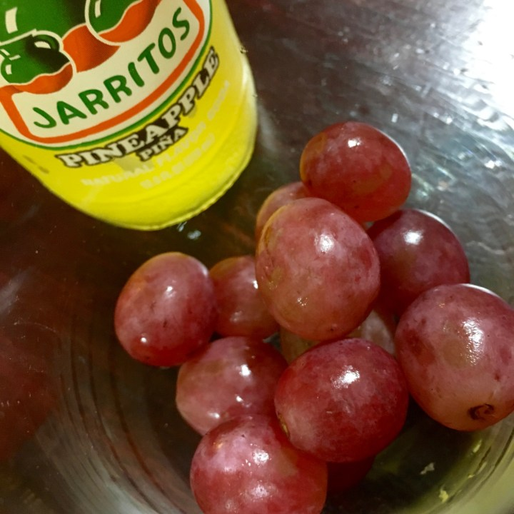 12 Grapes for New Year's Eve - QueMeansWhat.com