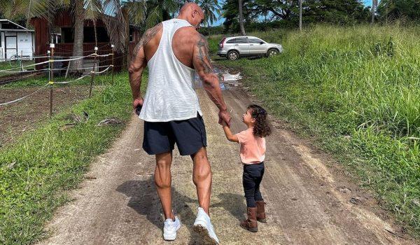 La Roca Dwayne Johnson hija menor Video Día de la Mujer