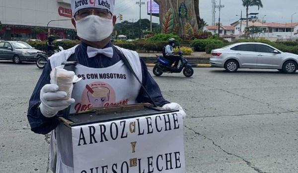 hombre vende postres en guayaquil