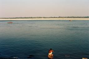 Ektar 100 / 24x36 / Washing time in the Ganga - Varanasi