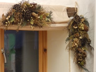 Christmas decorations by Quercus