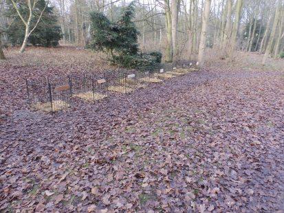 Pet graves as reindeer stalls