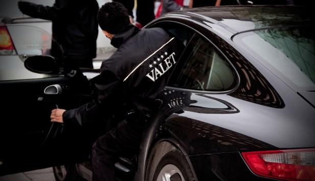 valet_parking_luxury_car