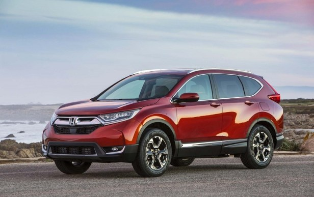 2017-Honda-CR-V-front-three-quarter-05