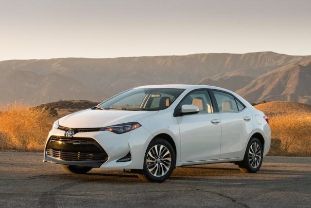 2017_Toyota_Corolla_ECO_026_CFE425226E210F4A1BCD15C07C927A899063D5E6