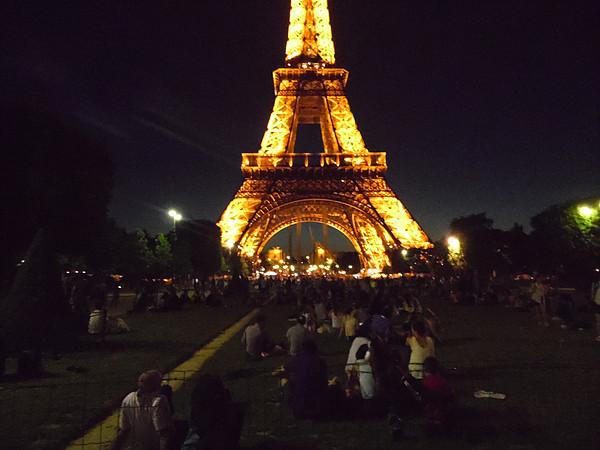 Chegamos a Paris - Torre Eiffel iluminada
