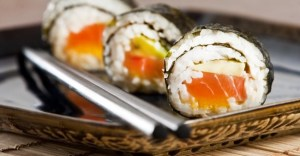 sushi_salmon_japanese_maki_algae_chopsticks