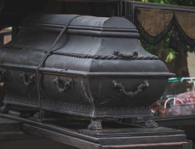soñar con niño muerto en ataúd