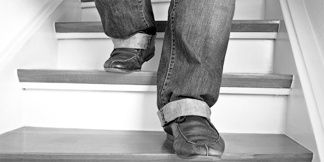 Soñar con bajar una escalera