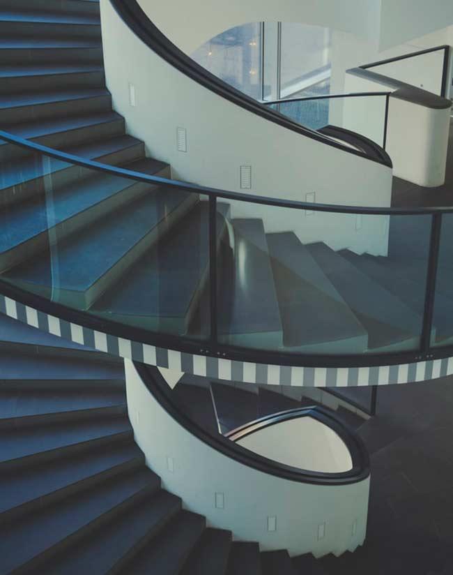 Soñar con escaleras largas