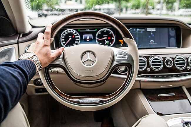 Soñar manejando carro nuevo