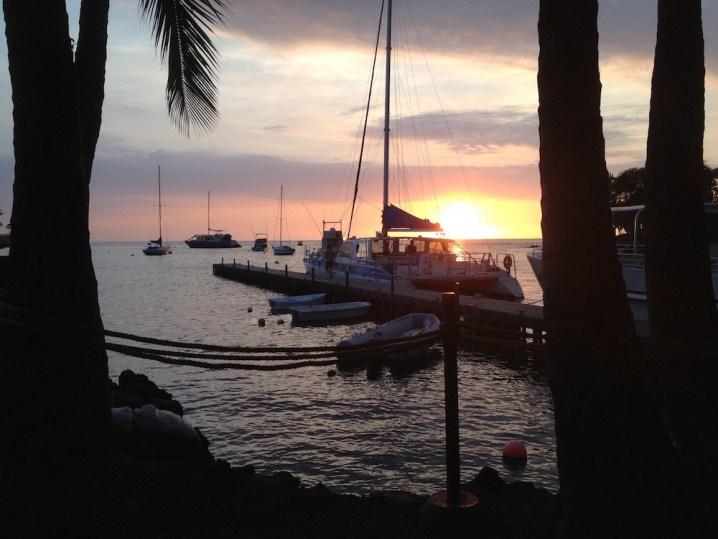 ケアウホウ湾の桟橋からの夕日