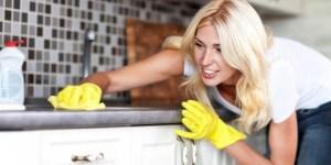 pulire-il-piano-lavoro-in-laminato