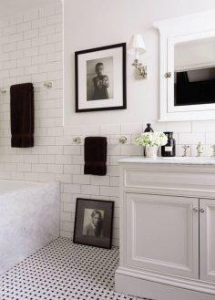 8 idee per arredare il bagno in modo originale questioni di arredamento - Quadri da appendere in bagno ...