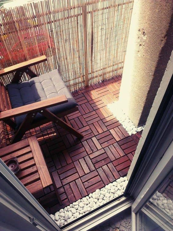 arredare-il-balcone-pavimento-parapetto