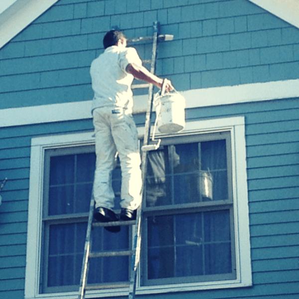 Dipingere gli esterni dell'abitazione.
