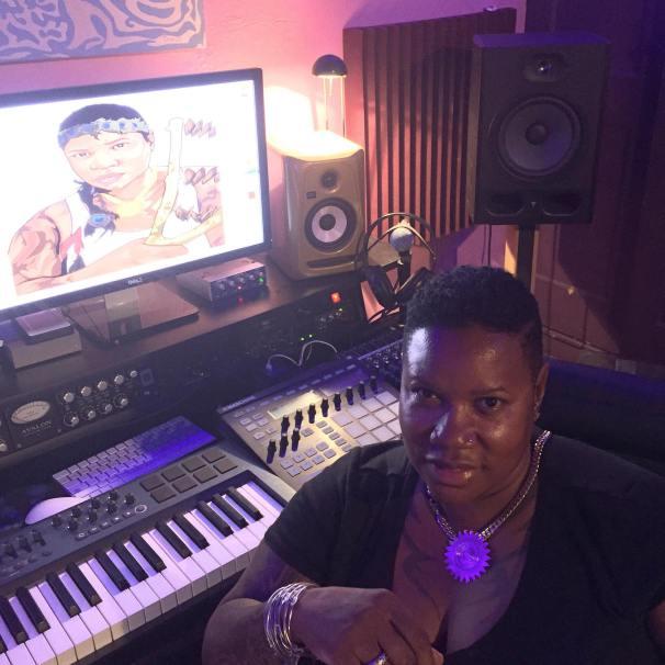 Mikki in studio