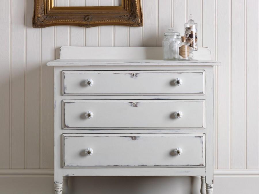 vieux meubles avec la peinture