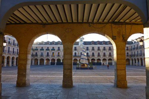 Acceso principal a la Plaza Mayor de Ocaña
