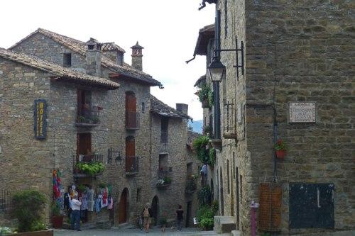 Calles de Aínsa, uno de los pueblos más bonitos de España