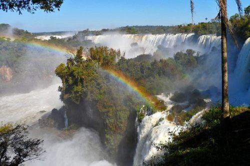Fumarolas y arcoíris en las Cataratas de Iguazú
