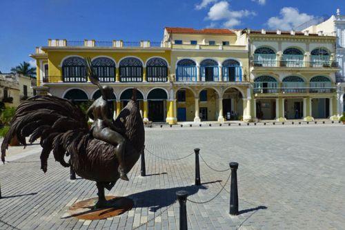 Plaza Vieja, una de las más pintorescas de La Habana