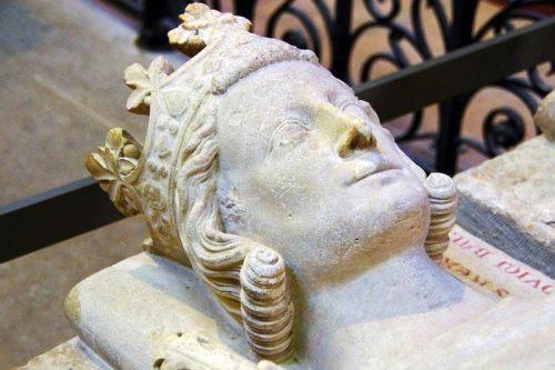 Escultura funeraria en la Basílica de Saint Denis