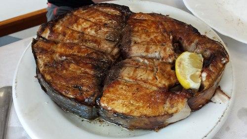 Bonito del Cantábrico a la brasa, plato típico de la gastronomía de Noja