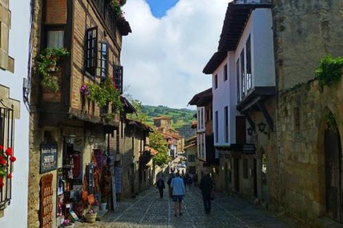 Calles de Santillana del Mar, uno de los pueblos más bonitos de España
