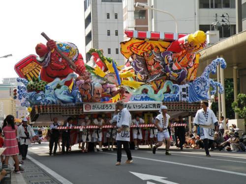 Carroza de papel washi del Nebuta Matsuri