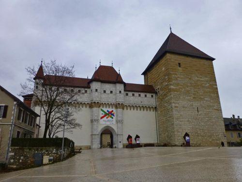 Entrada al Castillo de Annecy, en la actualidad alberga el Museo de los Alpes