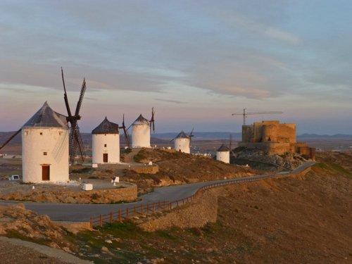 Castillo de la Muela junto a los Molinos de Consuegra