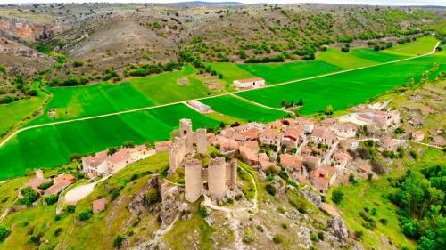Castillo de Pelegrina sobre el Valle del Río Dulce