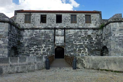 Entrada mediante un puente levadizo al Castillo de la Real Fuerza de La Habana