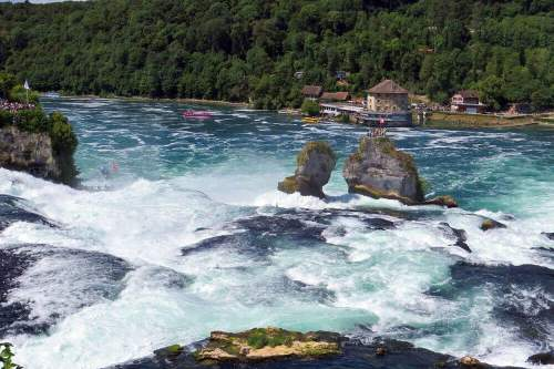 Castillo Wörth a los pies de las Cataratas del Rin