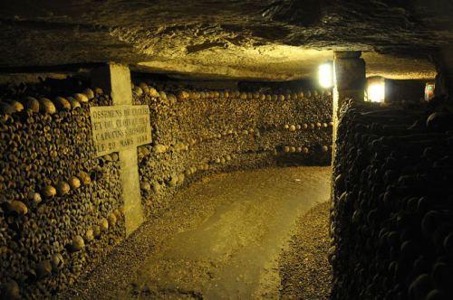 Catacumbas de París, uno de los cementerios más famosos de la capital de Francia