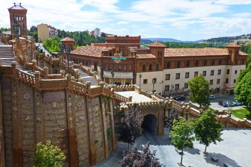 Escalinata de Teruel salvando el desnivel hasta la Estación de Trenes
