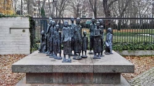 Monumento frente al Antiguo Cementerio Judío de Berlín