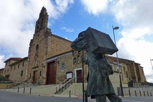 Quo Vadis, escultura en honor de El Caminante en Astorga