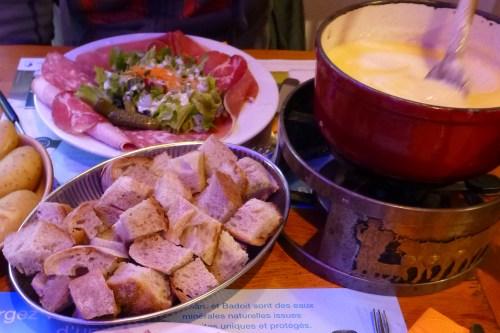 Foundue de queso suizo, qué comer en Gruyeres, gastronomía de Gruyeres