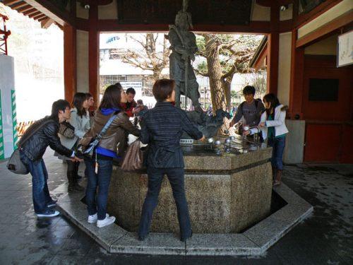 Fuente del templo Sensoji, en Asakusa