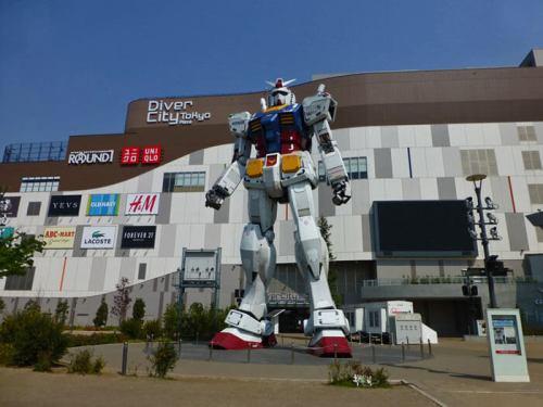 Robot Gundam frente al centro comercial Divercity de Odaiba