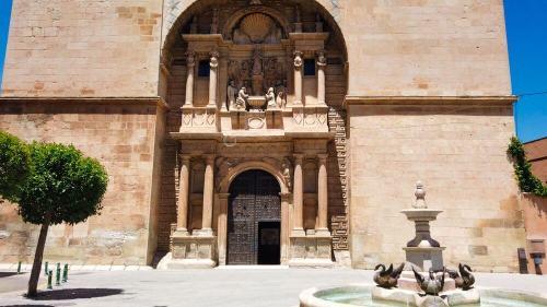 Portada principal de la Iglesia de la Asunción