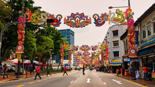 Little India adornada para celebrar Deepavali